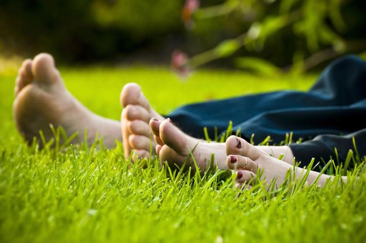 I Love Detox inspiratie: Op blote voeten lopen is gezond! Het helpt aanraden en werkt helend. Op het strand, in de tuin of in het bos!