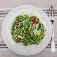 I Love Detox: smullen met veggetti of spirelli: Courgetti met avocado spinazie en basilicum saus - love your greens!