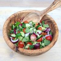 Iraanse Shirazi salade met postelein. Een heerlijke detox zomersalade voor bij de BBQ, fris, zuur , hartig. Passend als bijgerecht voor in een detox kuur of gezonde leefstijl.