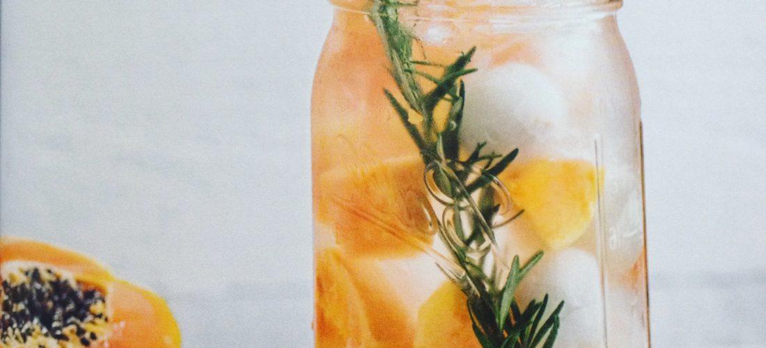Detox Water - 30 recepten in dit nieuwe boek!. Recensie over het boek Detox water: 30 recepten voor gezonde drankjes op basis van water. Tips voor fruitwater, makkelijk om zelf thuis te maken en ideaal voor afvallen, afslanken, detox kuur of dieet. Tijdens picknick, bbq of kinderfeestje.