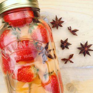 Detox water of fruitwater met meloen aardbei en steranijs. Verfrissend tijdens sport! Ideaal tijdens een detox kuur of afvallen.