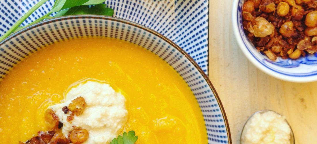 Detox recept voor avond maaltijd: Wortelsoep met gember en kurkuma. Voedend, gezond en vullend voor in een detox kuur of gezonde leefstijl