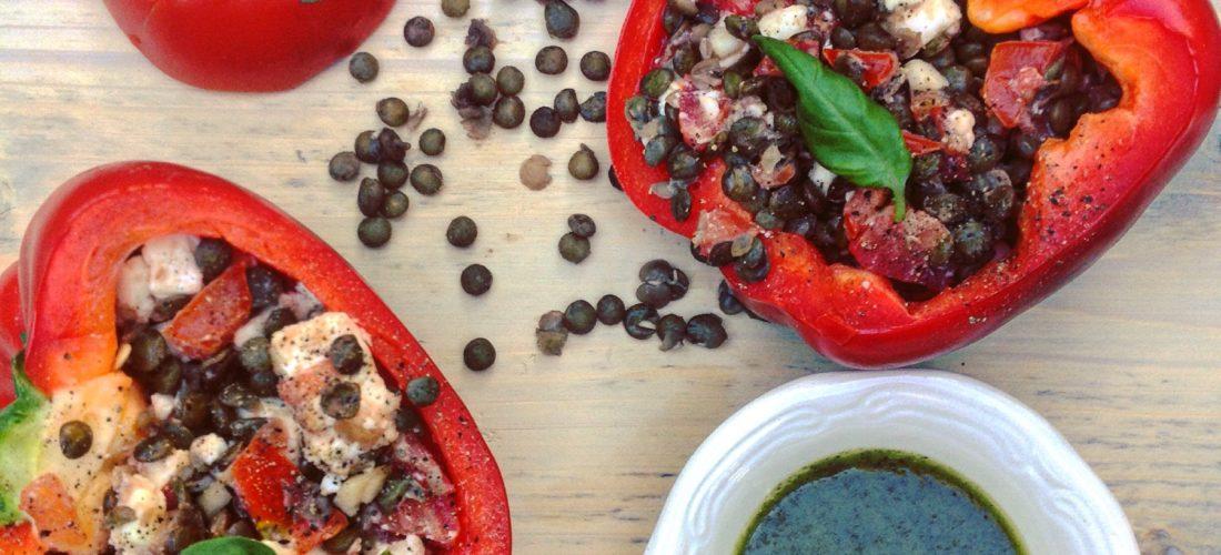 Gevulde paprika met linzen feta en basilicumolie. Heerlijk detox recept voor een gezonde avond maaltijd of in een detoxkuur.