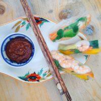 Detox recept Vietnamese springrolls met mango en garnalen. Ideaal voor een lunch voor 2 personen, een lekker voorgerecht, tijdens een picknick of lekker snoepen in je eentje. Ideaal voor in een detox kuur. Vraag detoxcoach Nico van Rossum naar meer informatie.