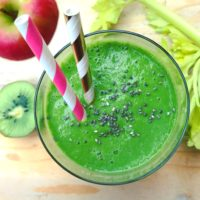 Avocado kiwi smoothie met appel en spinazie. Voedzaam lekker detox ontbijt