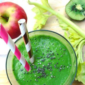 Detox ontbijt smoothie: Avocado kiwi smoothie met appel en spinazie