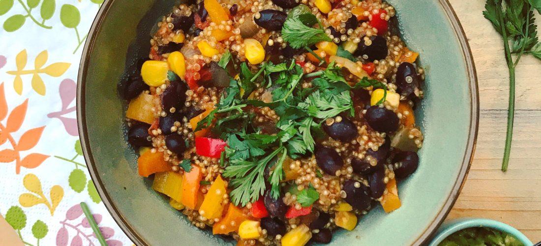 Detox hoofdgerecht Mexicaanse quinoa stoof met eigengemaakte guacamole. Gezond, voedzaam en heel lekker.