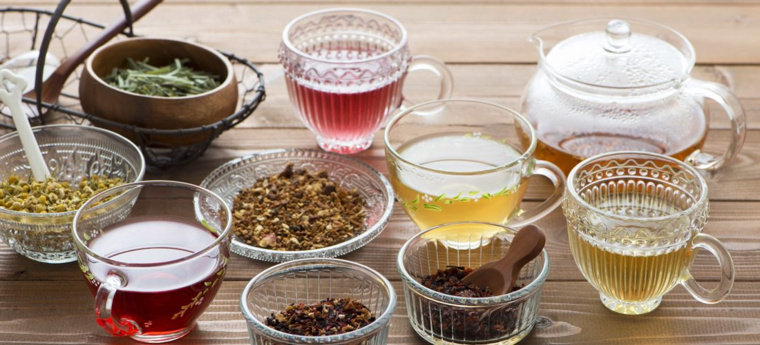 Last van een opgezette buik in je detox kuur thuis? Probeer deze 3 tips:  detox drankjes tegen een opgezette buik eens. Gezond, natuurlijk en voedzaam!