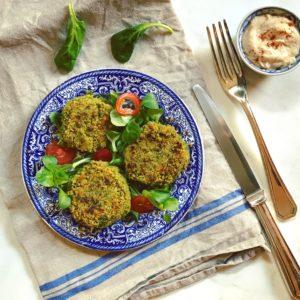 Vegetarisch detox recept: groene kikkererwten balletjes met spinazie. Zo lekker als hoofdgerecht.
