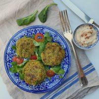 Falafel met spinazie en romige tahin yoghurt saus