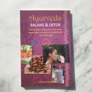 Boek recensie over ayurveda en detox. Met detox recepten en ontgiftingskuur!